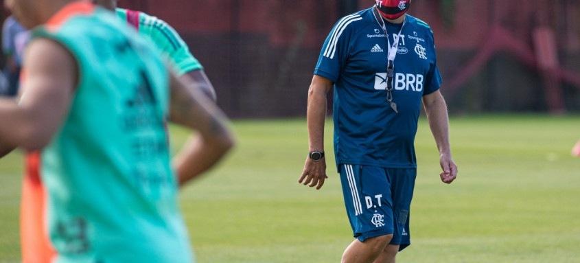 Domenèc Torrent reencontrará neste domingo o Atlético-MG, seu rival na estreia pelo Fla