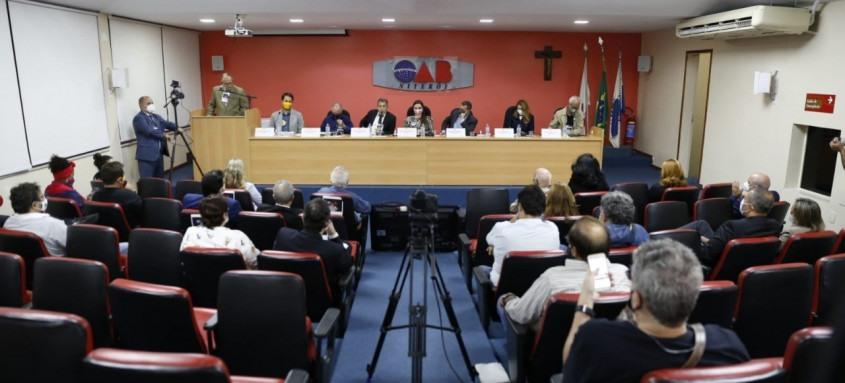 Os candidatos à prefeitura de Niterói falaram para milhares de pessoas pela internet sobre educação, saúde, mobilidade urbana, meio ambiente e advocacia