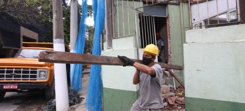 Prefeitura inicia demolições para melhorar o trânsito na Rua Doutor Paulo Alves