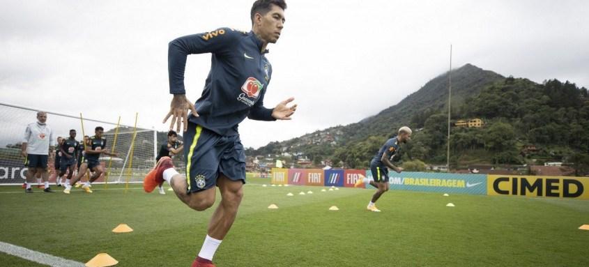 Firmino fará a função de Neymar, machucado, contra os venezuelanos em SP