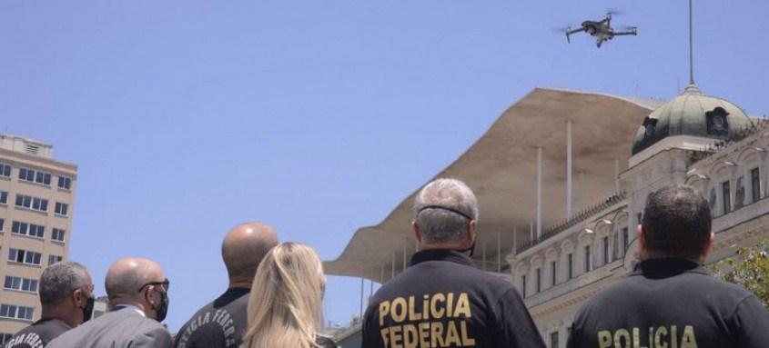 Polícia Federal realiza exercício simulado com o uso de drones para o combate a crimes eleitorais nos dias das eleições municipais de 2020, na Praça Mauá, região portuária do Rio de Janeiro.