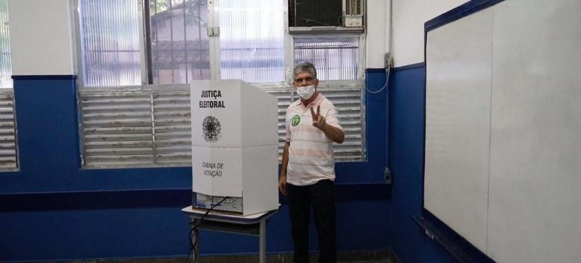 Ricardo Pericar votou na tarde deste domingo no Instituto Educacional Clélia Nanci, em Brasilândia