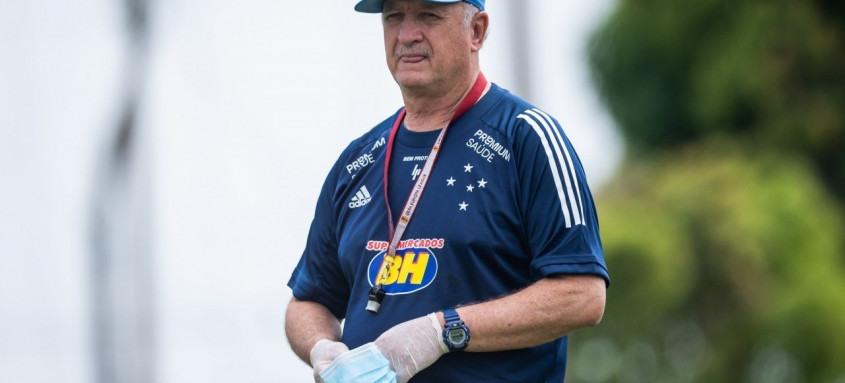 Luiz Felipe Scolari atualmente comanda o Cruzeiro que disputa a Série B do Campeonato Brasileiro