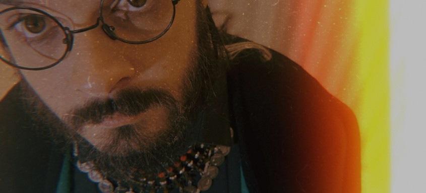 Cantor niteroiense lança álbum com referências de hip hop e rock