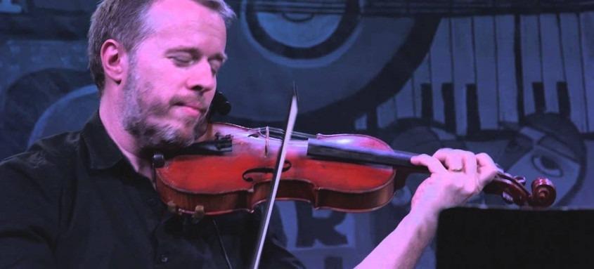 No show, o violonista apresenta novos arranjos para várias composições