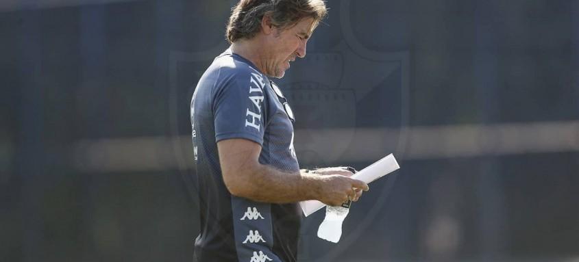 Ricardo Sá Pinto está ameaçado de demissão no Vasco por conta dos maus resultados da equipe