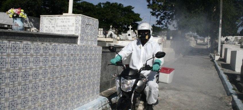 Na fase 2, amarelo claro, com risco médio de contaminação, São Gonçalo reforça sanitização, até nos cemitérios