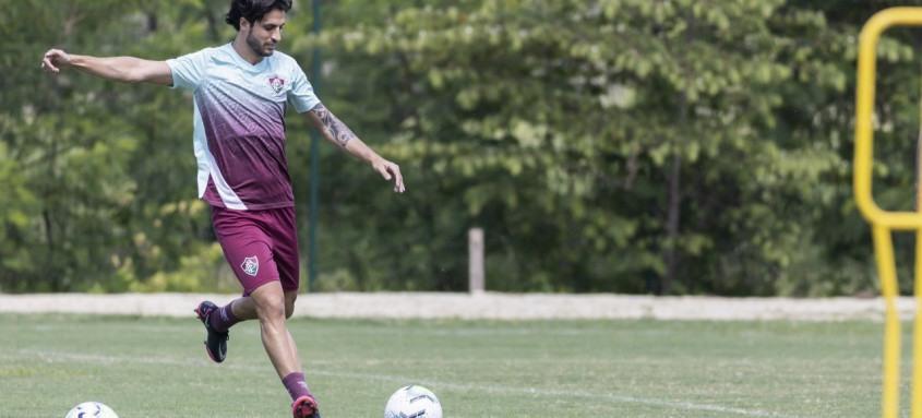 Recuperado da covid-19, Hudson treinou ontem entre os titulares do Fluminense