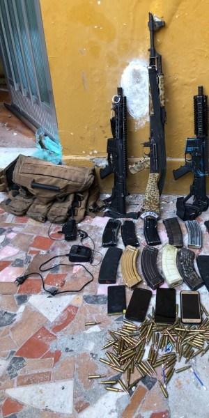 Criminosos invadiram um imóvel em Brás de Pina, na Zona Norte do Rio