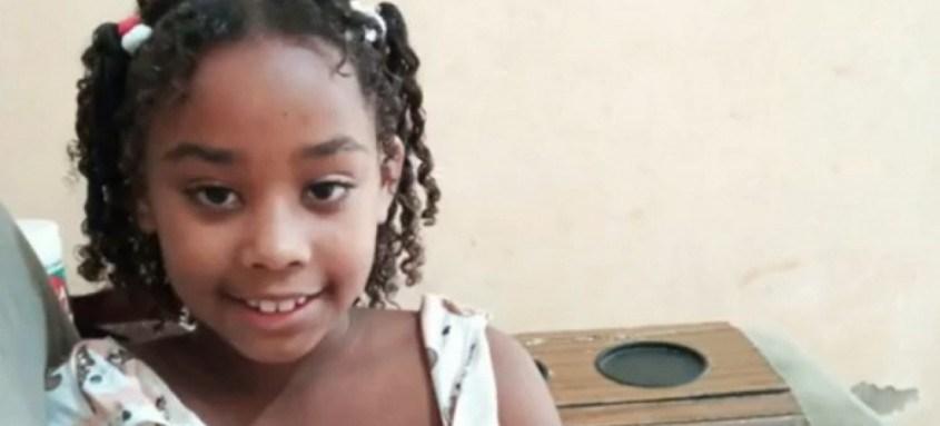 Rebeca Beatriz, de 7 anos, morreu após ser atingida por bala perdida na Baixada Fluminense