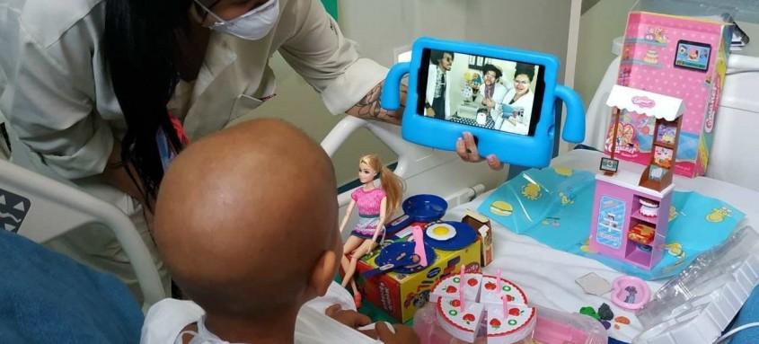 Palhaços fazem apresentações virtuais no Hospital Estadual da Criança