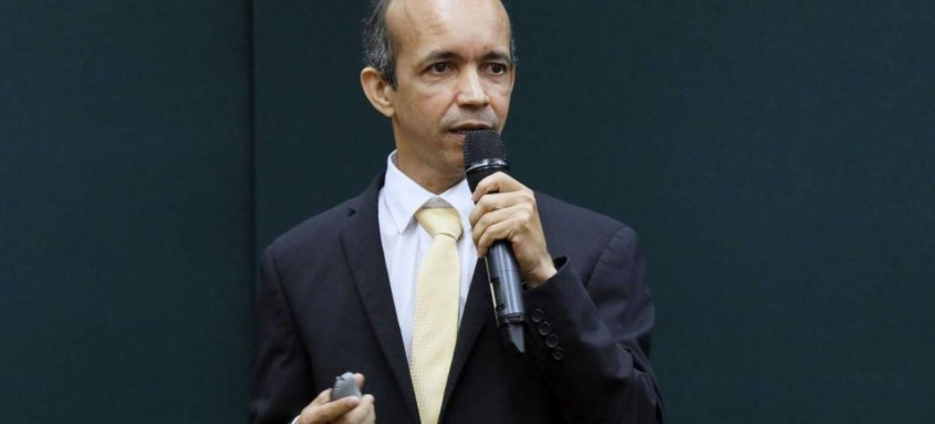 Ricardinho renunciou ao cargo de presidente interino da CBHb através de uma carta