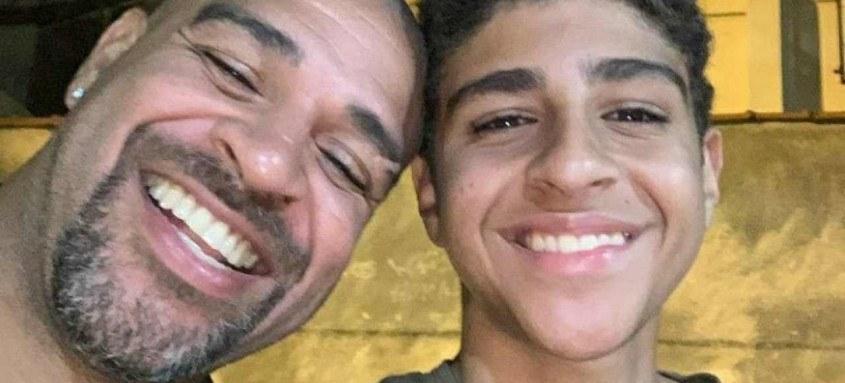 Adriano publica várias fotos nas redes sociais ao lado do filho que segue seus passos no futebol