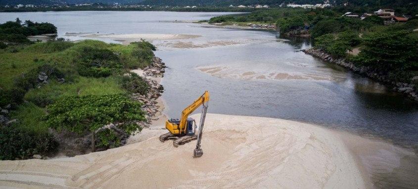 De acordo com a Seconser, em agosto de 2020 foi iniciado o desassoreamento do canal de Itaipu com o objetivo de restabelecer a ligação do mar com a lagoa. O trabalho está sendo feito por equipes da Subsecretaria de Rios e Canais da Seconser