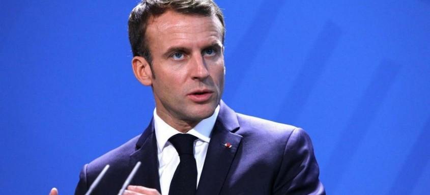 Macron irá se isolar pelos próximos sete dias e continuará governando o país remotamente