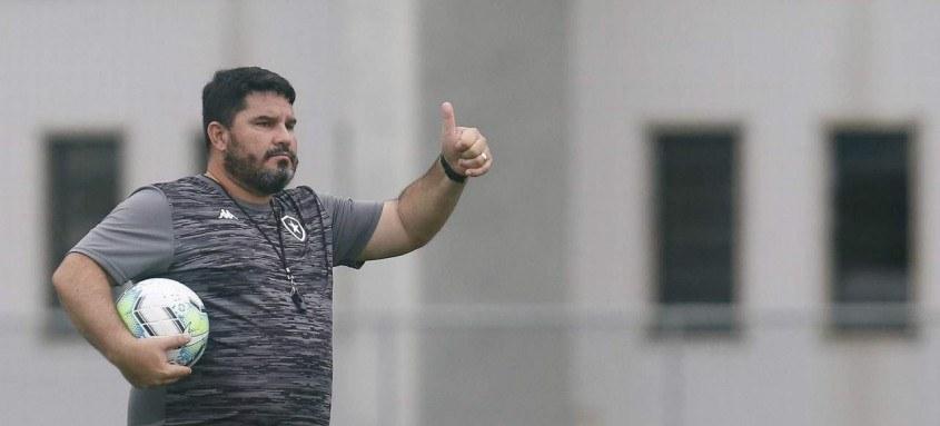 Eduardo Barroca trabalha para manter o Botafogo na Primeira Divisão em 2021