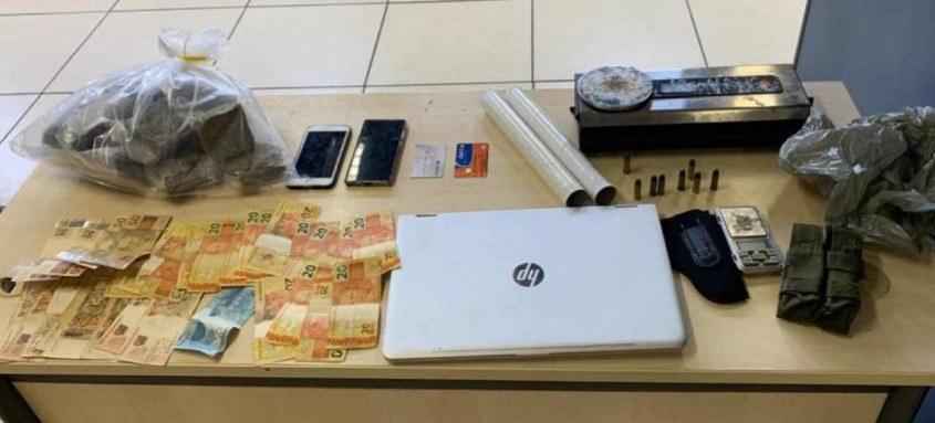 Policiais também apreenderam drogas, dinheiro e munição com o suspeito da morte de universitário
