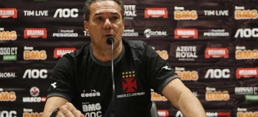 Luxemburgo, que comandou o Vasco em 2019, é um dos favoritos a assumir a vaga deixada por Sá Pinto, demitido pela diretoria