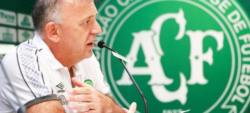 A Chapecoense emitiu uma nota oficial nesta quarta-feira lamentando a morte de Paulo Magro