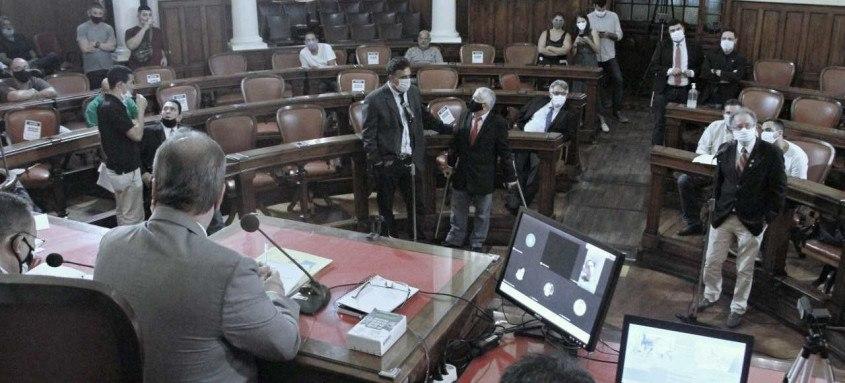 O projeto passa o salário do prefeito de R$ 29,5 mil para R$ 32,4 mil. Já o vice passa a receber R$ R$ 28,5 mil