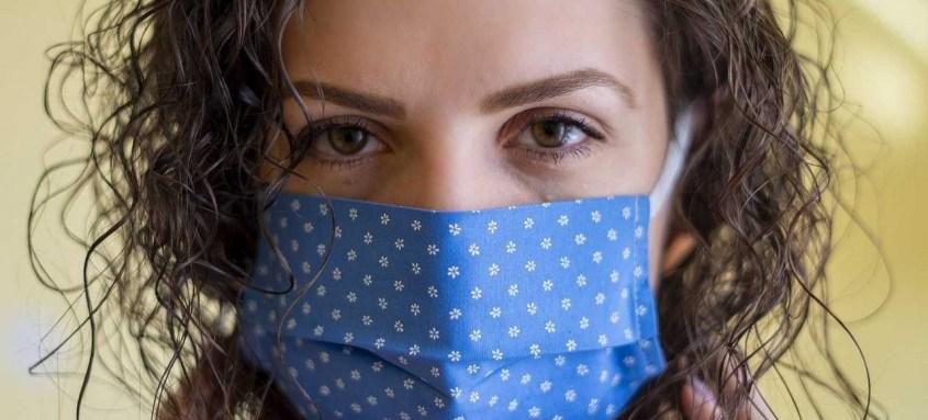 Máscara facial: uso é obrigatório durante a pandemia. Quem se descuida não respeita a si mesmo, aos outros e aos profissionais de saúde, que estão exaustos e correndo risco de morte nos hospitais