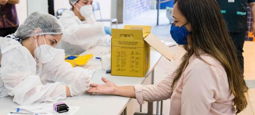 Uma equipe de saúde foi disponibilizada para realizar a testagem dos funcionários, seguindo todos os protocolos de segurança