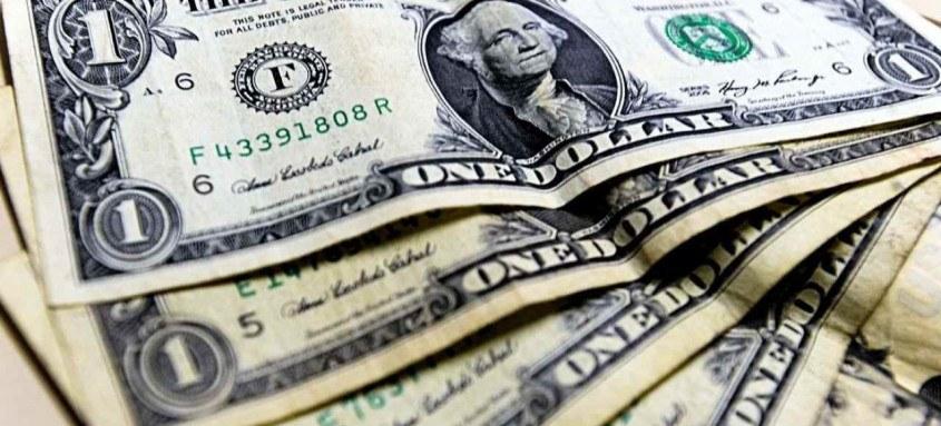 Com o desempenho de ontem, dólar passa a acumular alta de 2,49% em 2021