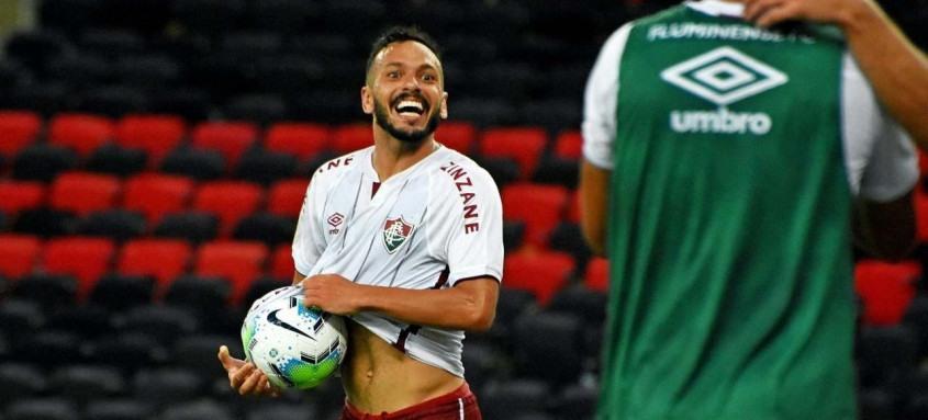 Yago Felipe comemora seu gol marcado aos 47 minutos do segundo tempo que garantiu a vitória tricolor no Fla-Flu