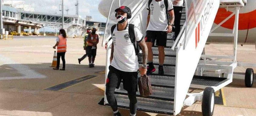 Jogadores do Vasco seguiram nesta quarta-feira para Goiânia onde amanhã enfrentarão o Atlético-GO