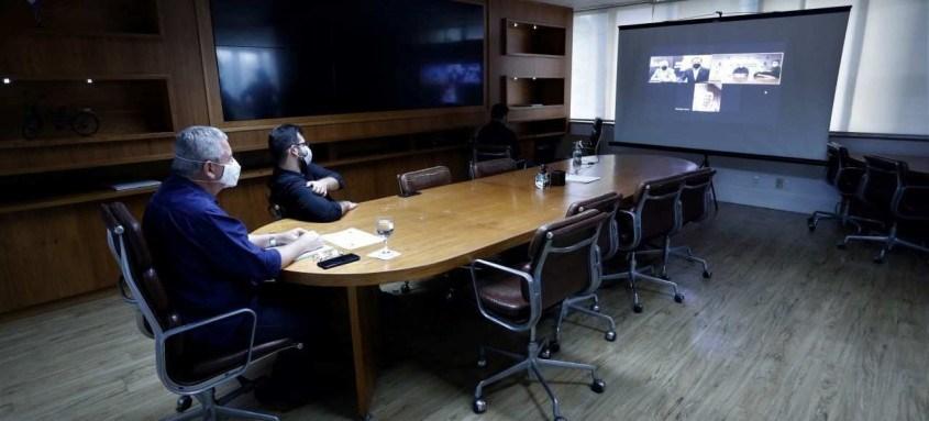 O prefeito de Niterói, Axel Grael, conversou por videoconferência com o governador de São Paulo, João Doria