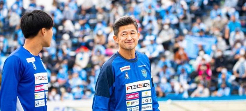 Kazu Miura jogou por Santos, Palmeiras e Coritiba no início da carreira. Ele defende o Yokohama FC desde 2005