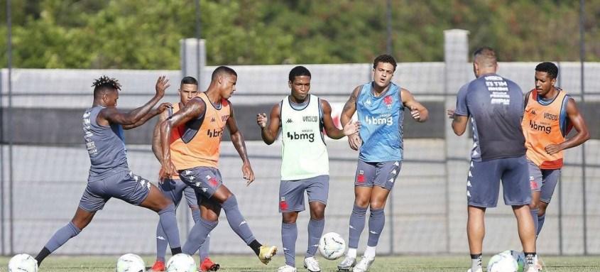 Jogadores do Vasco seguem preparação para enfrentar o Coritiba no sábado