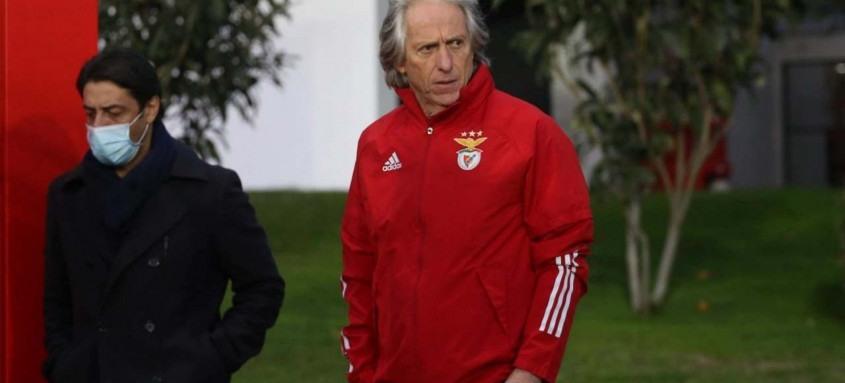 Jorge Jesus deve modificar o Benfica para jogo decisivo de hoje em Lisboa