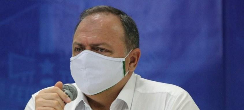 O ministro da Saúde, Eduardo Pazuello, pediu para que as pessoas evitassem festas, mesmo '30, 60 dias' após serem vacinadas