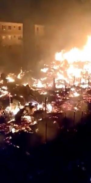 Incêndio atingiu casas na noite de ontem, em Santa Cruz