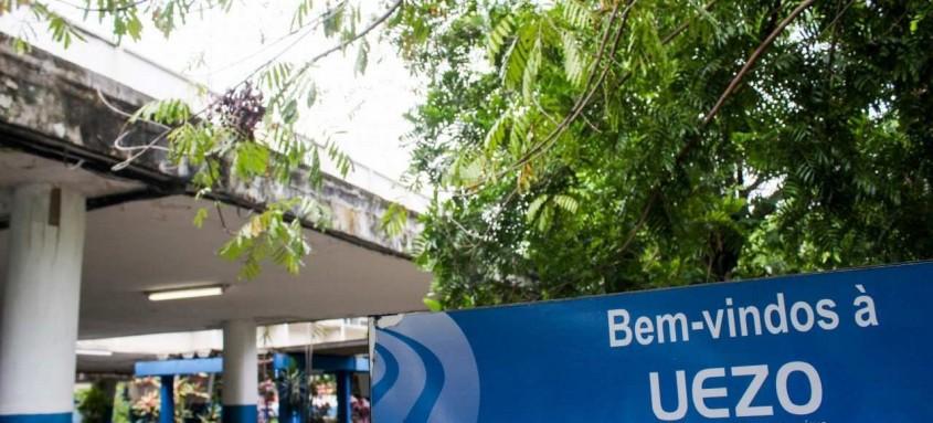 Equipamento vai servir para que alunos da Uezo e Uenf assistam às aulas