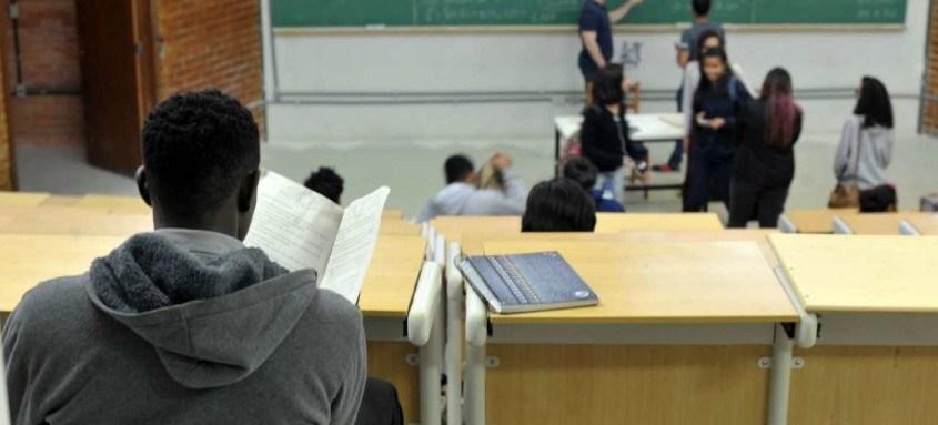Programa dispõe de 162 mil bolsas em instituições de ensino particular   UnB reserva vagas para negros desde o vestibular de 2004   Percentual de negros com diploma cresceu quase quatro vezes desde 2000, segundo IBGE