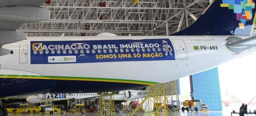 Brasil tem avião disponível para buscar 2 milhões de doses