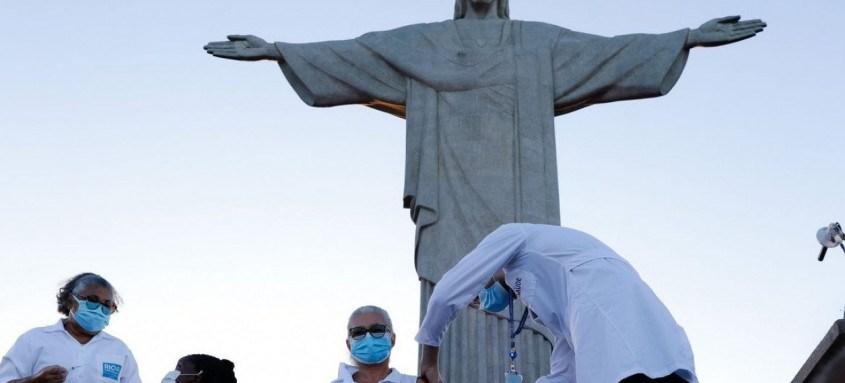 As primeiras pessoas do estado a receberem a vacina, às 18h22, foram a técnica de enfermagem Dulcinea da Silva Lopes, 59 anos, que trabalha no Hospital Ronaldo Gazola, e a idosa Teresinha da Conceição, 80 anos, moradora do Abrigo Cristo Redentor