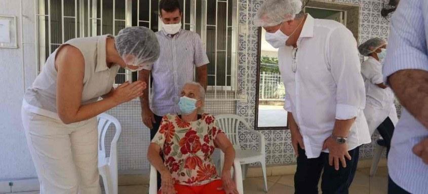 Destinado a cuidadores remunerados de idosos e também a familiares que cuidam de seus parentes idosos, residentes no estado do Rio de Janeiro