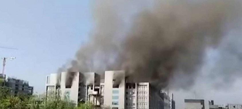 Instituto Serum, na Índia, maior produtor mundial de vacinas, pegou fogo ontem. Produção não será afetada