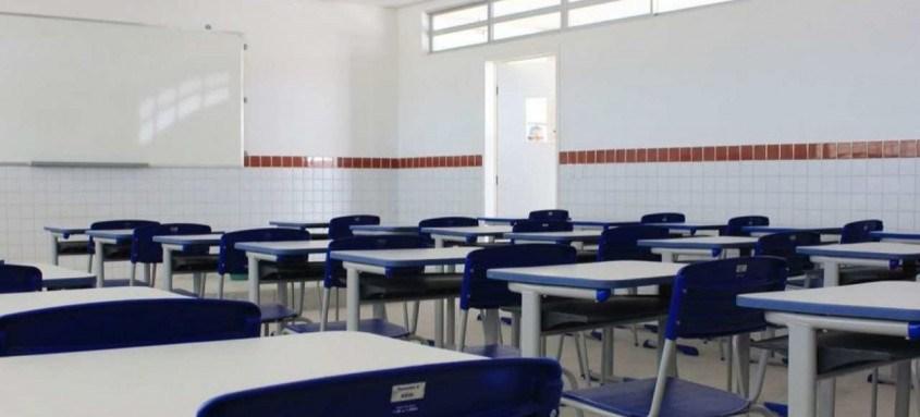 Proposta suspende a obrigatoriedade de escolas e faculdades cumprirem uma quantidade mínima de dias letivos devido à pandemia