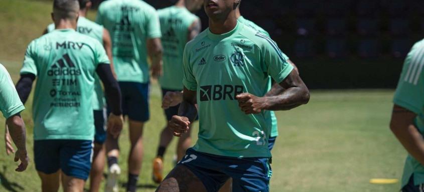 Bruno Henrique treinou normalmente ontem no Ninho do Urubu e volta ao Fla em Porto Alegre após cumprir suspensão