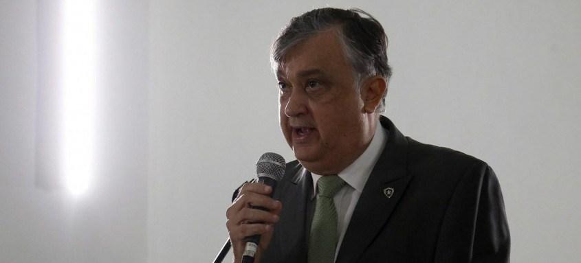Durcesio Mello, presidente do Botafogo, espera começar a anunciar os reforços para a disputada da Série B