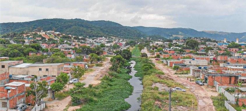 Ação da Prefeitura nos rios e bueiros visa evitar enchentes e alagamentos