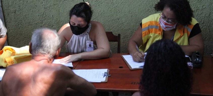 Na última semana, a secretaria iniciou o trabalho de cadastro das 30 famílias que perderam suas moradias e auxiliou na emissão de novos documentos