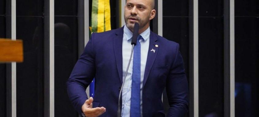 Aliados de Silveira defendem que o parlamentar siga do Rio a Brasília para fazer sua sustentação oral na Câmara
