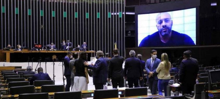 Preso no Batalhão Especial Prisional (BEP), em Niterói, Daniel Silveira participou de forma remota da sessão e pediu desculpas por suas declarações