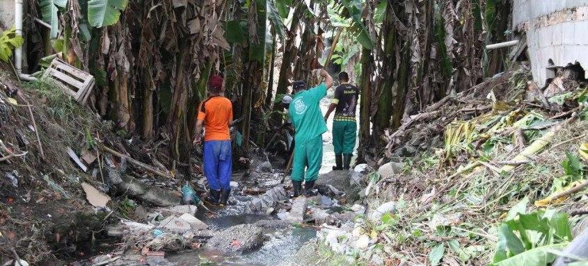 Serviços realizados são retirada de lixo, capina e pequenas desobstruções