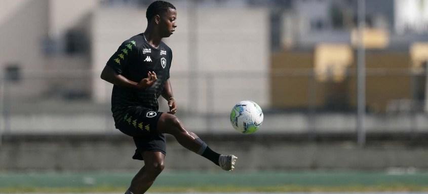 Ênio e outros jovens valores do Botafogo vêm tendo oportunidades nesta reta final do Brasileiro